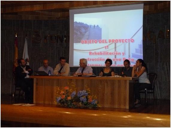 Ricardo, Manuel, Julio, Antonio de ACN y Zaloa, Robert y Elisabet voluntarios de SCI durante la rueda de prensa ofrecida el 18 de agosto en la sede de la Fundación de Novacaixagalicia, en Lugo.