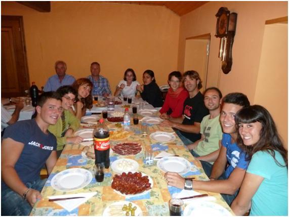 Voluntarios en cena ofrecida casa de A Corlá de A Cortella